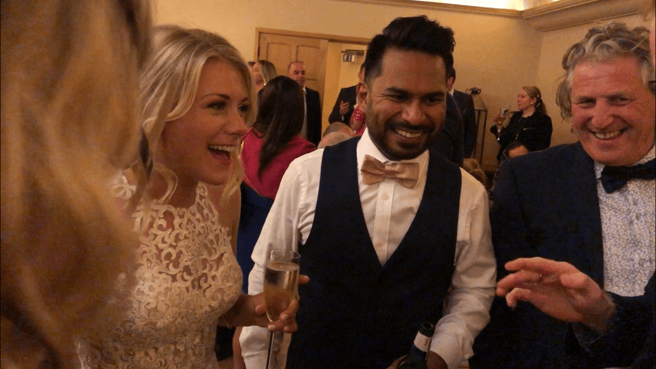 iPad-wedding-magician-bride-groom