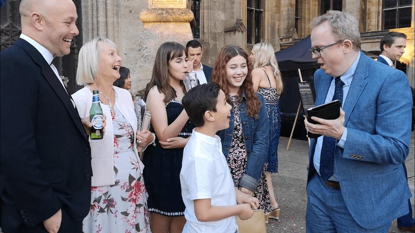 iPad-Wedding-magician-reaction
