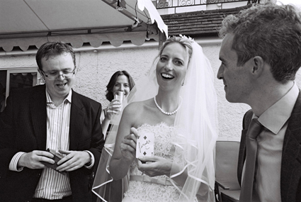 Bride-reacts-to-close-up-magic